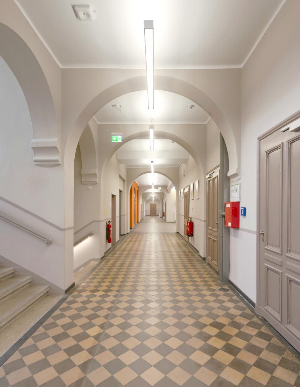 Projektseite gymnasium am wei en turm p neck architekten bda - Einbau fenster klinkerfassade ...